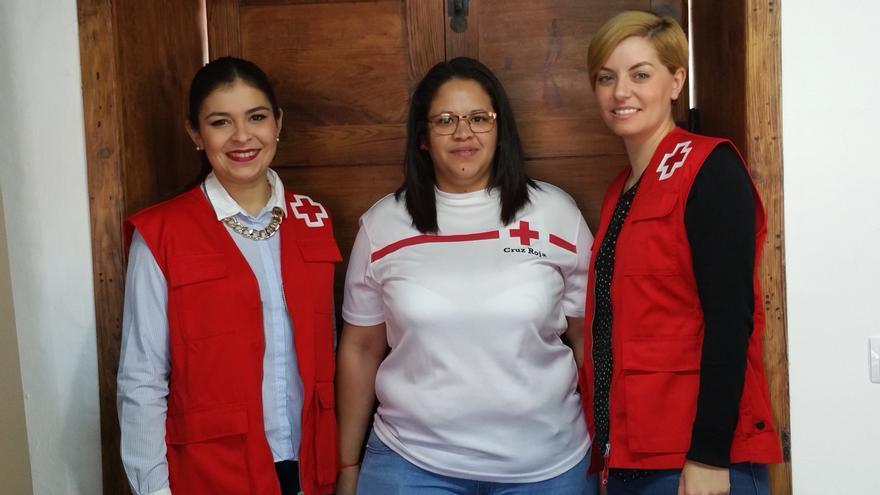 Amanda (i), Beisy y Virginia son voluntarias de Cruz Roja.