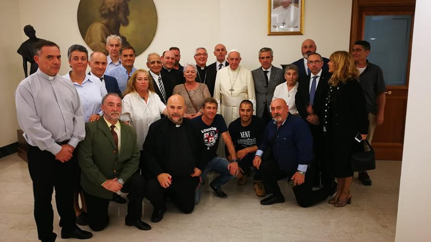 Encuentro de internos de El Dueso, acompañados por el obispo de la Diócesis, en un encuentro con el papa.