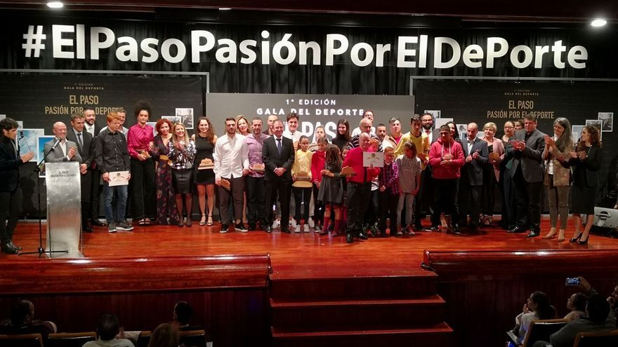 Foto de familia de la I Gala del Deporte de El Paso.