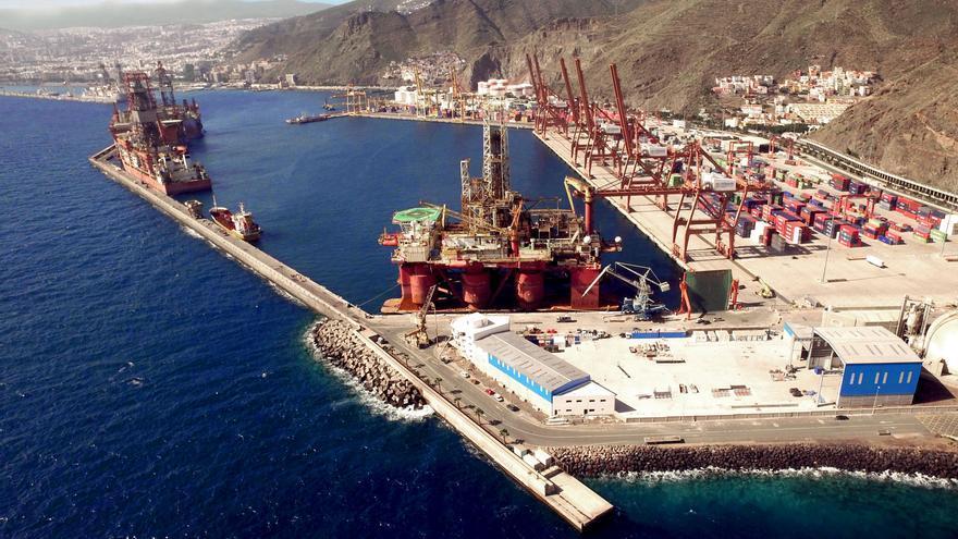 Vista aérea del dique del Este, en el puerto de Santa Cruz de Tenerife