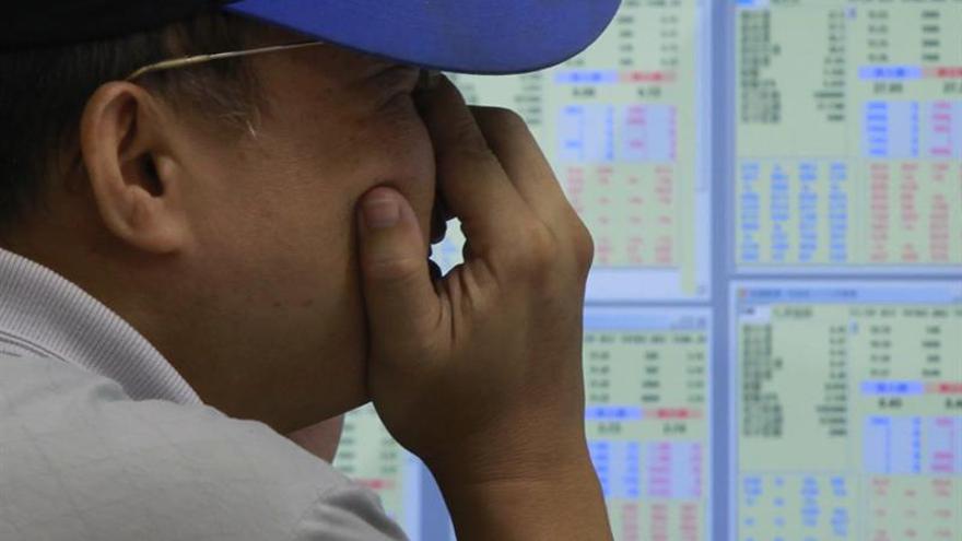 La Bolsa de Hong Kong abre con pérdidas del 0,35 %