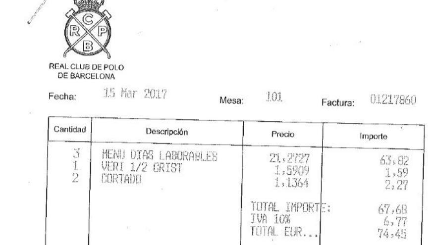 Detalle de la factura de la comida en el Club de Polo