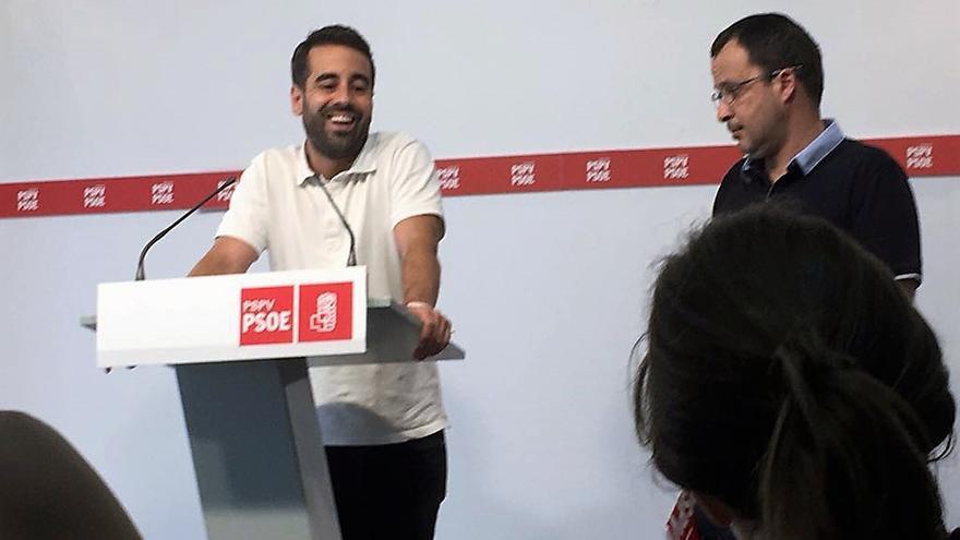 José Muñoz junto a Julián López en rueda de prensa