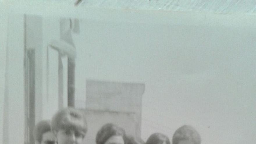 Lola (agachada) en la terraza del Edificio Telefónica en 1968