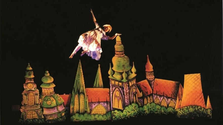 Representación de 'Alicia en el país de las maravillas' de Teatro Negro de Praga.