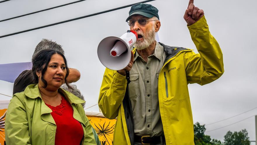 James Cromwell en una concentración contra la construcción de una central eléctrica en Wawayanda, Nueva York, en diciembre de 2015.