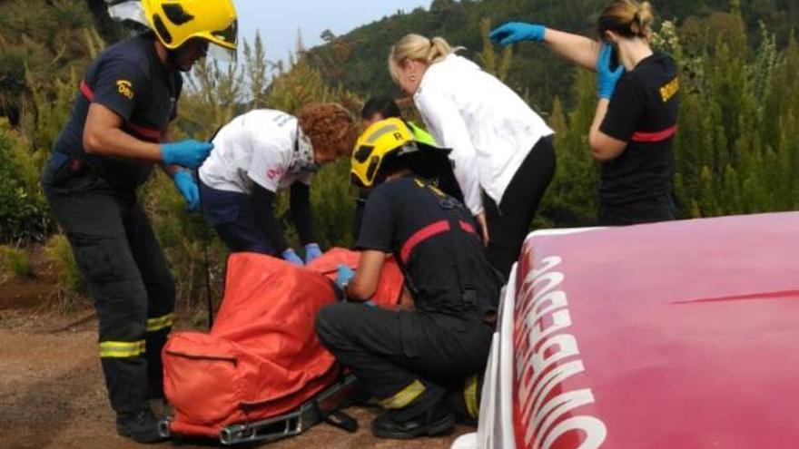 En la imagen, un momento de la operación de rescate. Foto: BOMBEROS LA PALMA