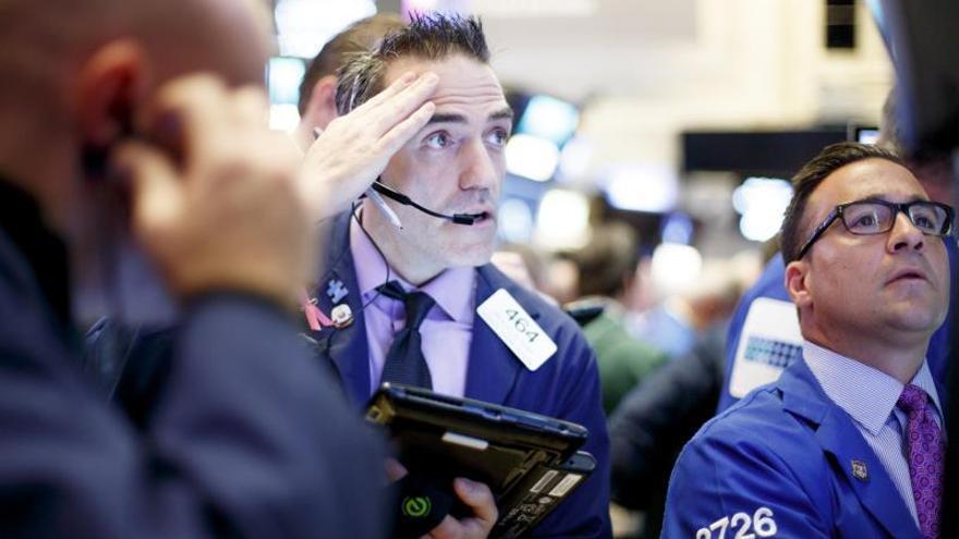 Wall Street cierra con ganancias moderadas tras mantener la Fed los tipos