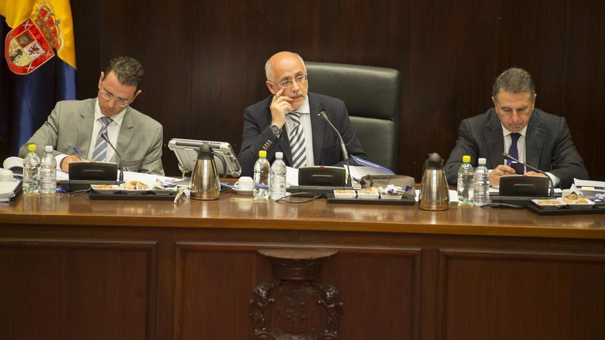 El presidente del Cabildo de Gran Canaria, Antonio Morales, preside el pleno del Cabildo de Gran Canaria
