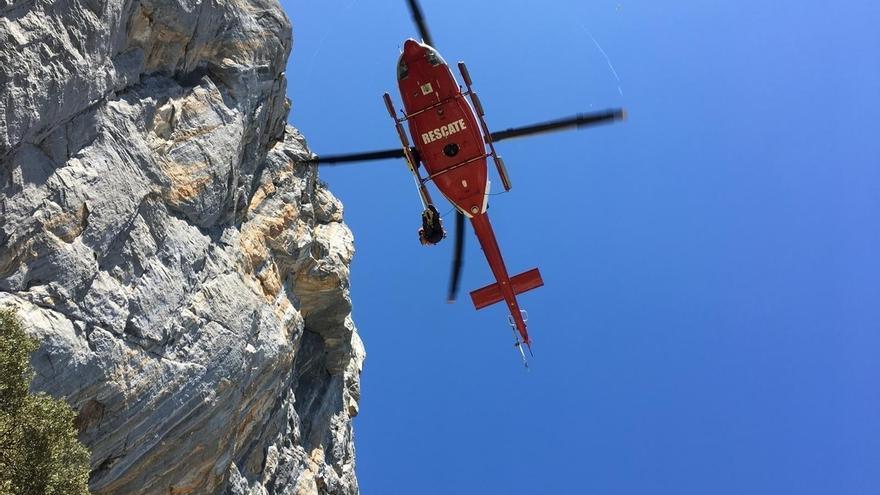 El helicóptero del Gobierno rescata a un escalador vasco con posible fractura de tobillo en Cillorigo de Liébana