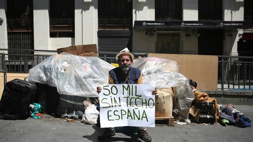 El Papi en la calle donde ha vivido los últimos seis meses / Foto: Marta Jara