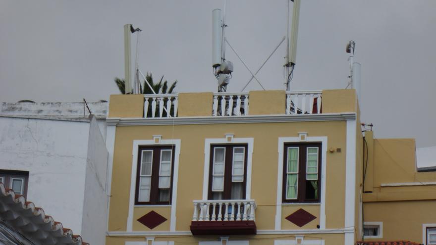 En la imagen, las antenas de telefonía instaladas en Timibúcar. Foto: LUZ RODRÍGUEZ