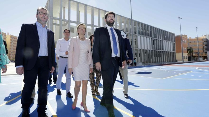 El presidente López Miras lamenta que entre los 17 ministros no haya ningún murciano