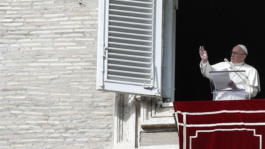 El Papa en el balcón de la plaza de San Pedro en una imagen de archivo.