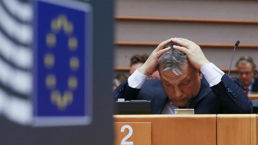 Orbán recula ante el PPE y promete que seguirá las recomendaciones de la CE