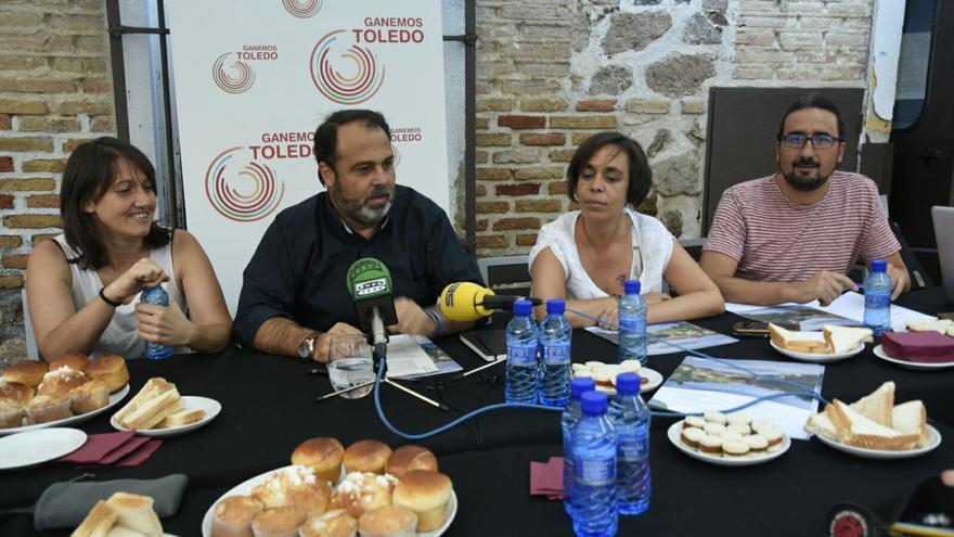 Los concejales de Ganemos en el Ayuntamiento durante el desayuno ofrecido en Toledo. FOTO: Ganemos Toledo