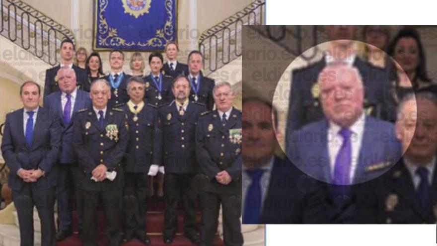 El comisario Villarejo en el acto de condecoración y a su izquierda, el número dos de la Policía, Eugenio Pino
