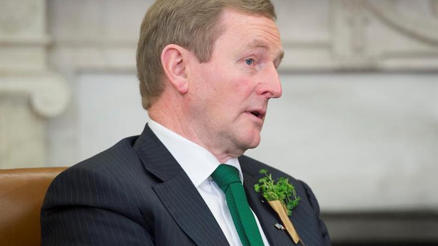 Kenny ve cerca la formación de un Gobierno en minoría con independientes en Irlanda