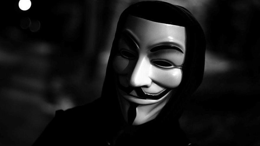 Anonymous, con la careta de 'V de Vendetta', inspirada en Guy Fawkes.