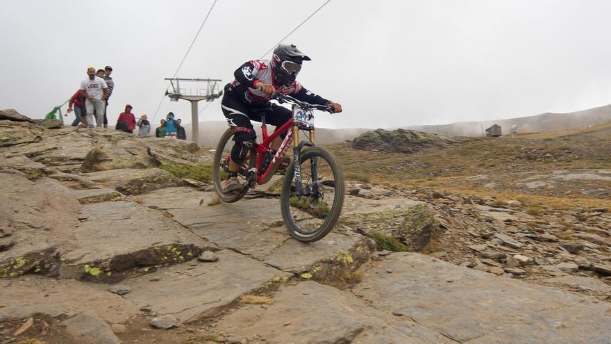 Luis Zarco se impone en el descenso BTT que cierra la temporada en el bike park de Sierra Nevada