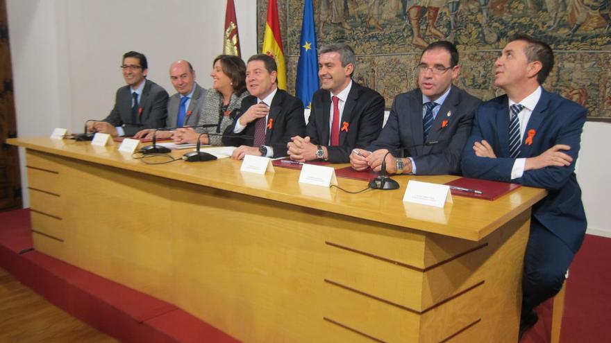 Emiliano García-Page firma con las diputaciones en Plan por el Empleo / EUROPA PRESS