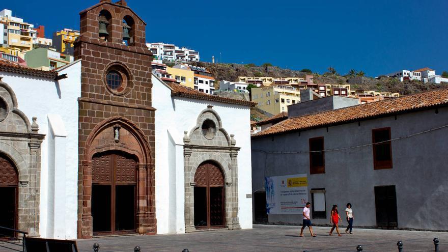 Fachada gótica de la Iglesia de la Asunción, en San Sebastián de La Gomera.