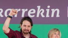 Pili Zabala y Pablo Iglesias, en un acto celebrado en Barakaldo durante la campaña de 2016