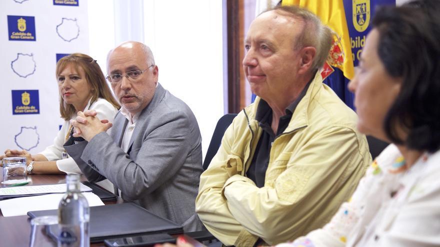 El presidente del Cabildo de Gran Canaria, Antonio Morales, junto al crítico gastronómico José Capel