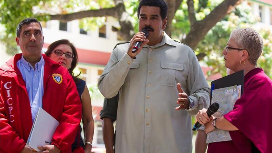 Maduro entregará tabletas y pondrá internet gratuito en las universidades