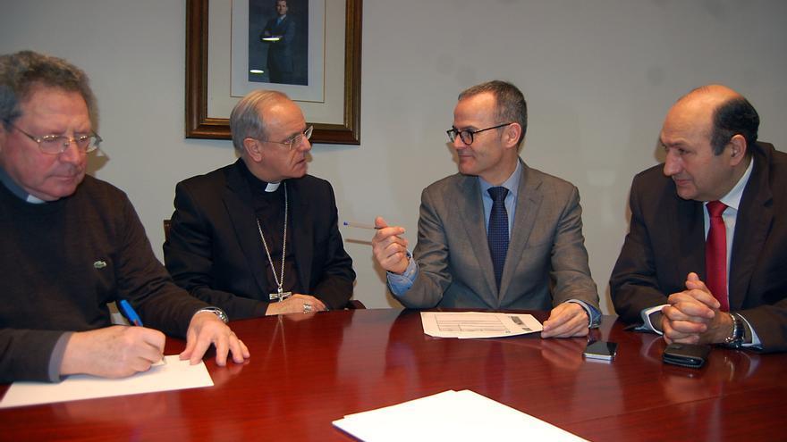 Vázquez, anunciando inversiones en la Catedral de Ourense junto al obispo