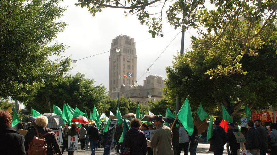 La protesta, frente al Cabildo de Tenerife