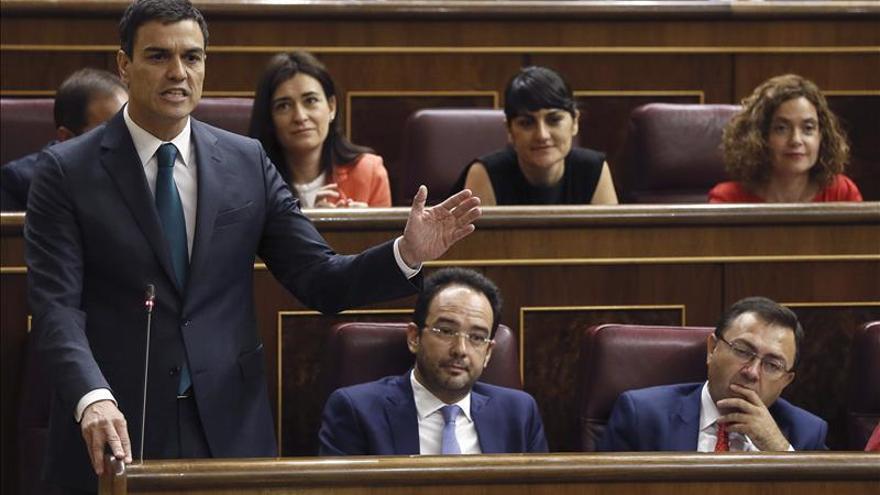 """Sánchez dice sentir """"tristeza y bochorno"""" por el papel de Rajoy sobre Grecia"""