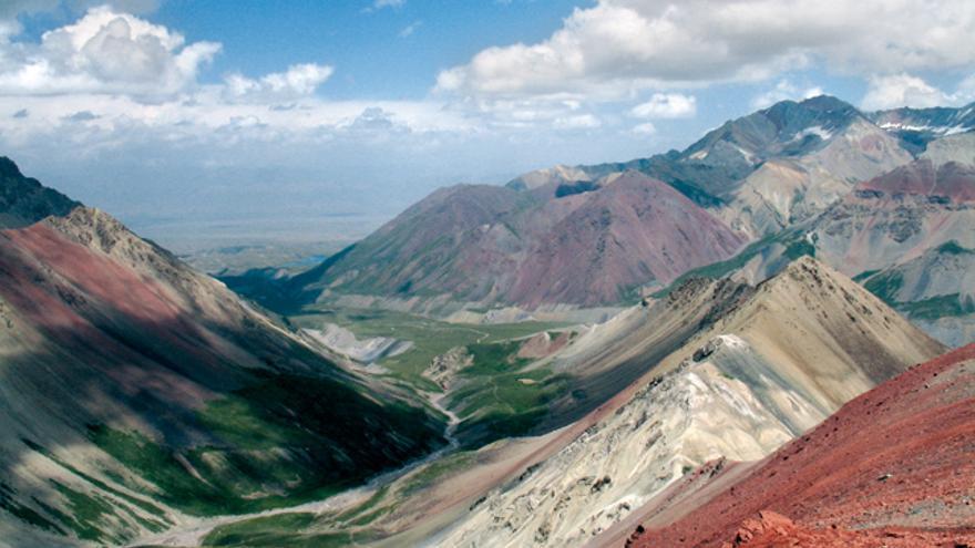 Cúmulos de buen tiempo formados por calentamiento diurno (CB Lenin, Kirguizstán).