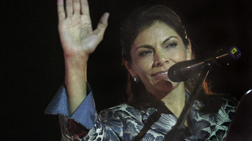 La presidenta de Costa Rica llegó a Lima para una visita oficial y actividad privada