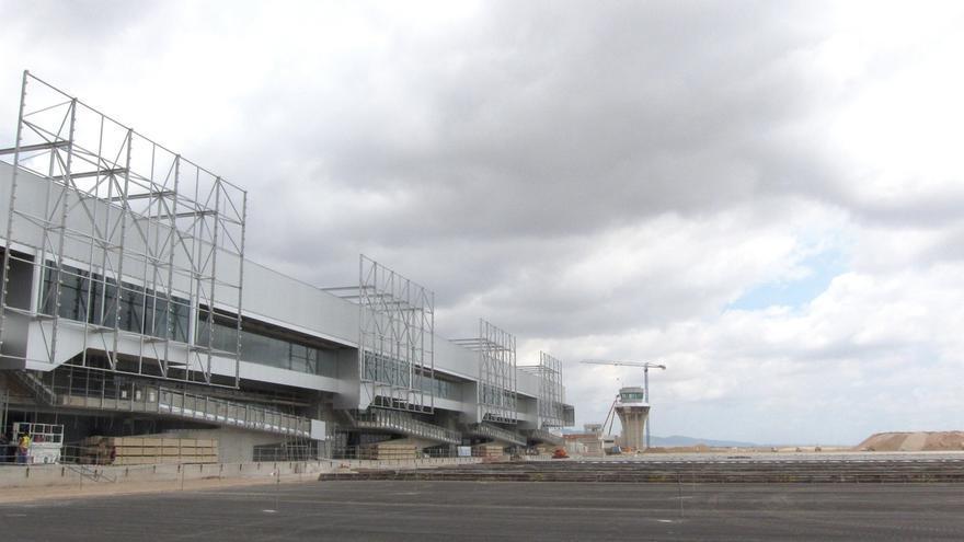 """Presidente de Murcia asegura que """"va a haber aeropuerto internacional en Corvera"""""""