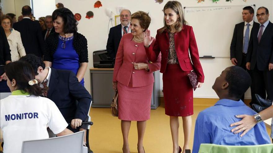 La Reina llega a Lisboa para clausurar un congreso de enfermedades raras