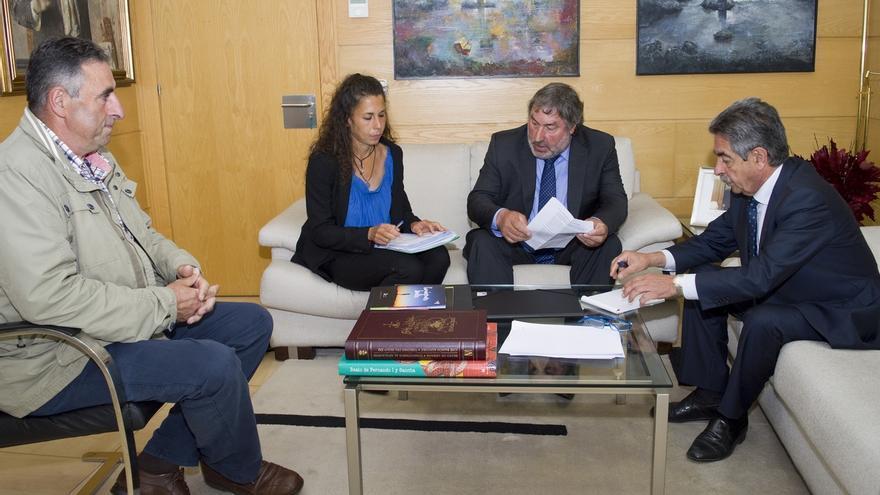 """Revilla se compromete a liderar todas las actuaciones necesarias para """"parar el fracking en Cantabria"""""""