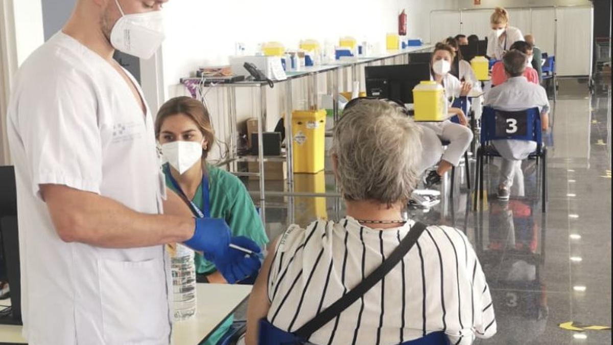 Vacunación contra la COVID-19 (archivo)