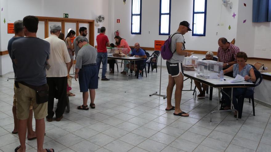 Jornada electoral en el Centro de Mayores, Arinaga (Alejandro Ramos)