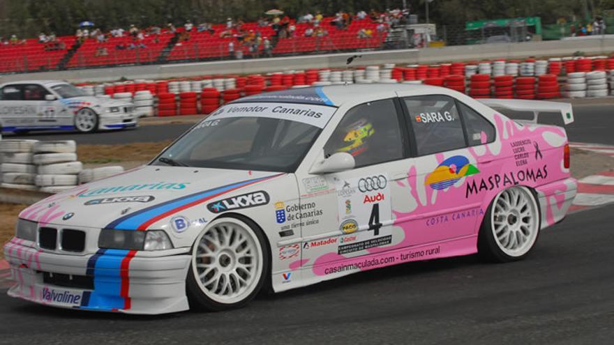 Sara García a los mandos de su BMW 320 ST.