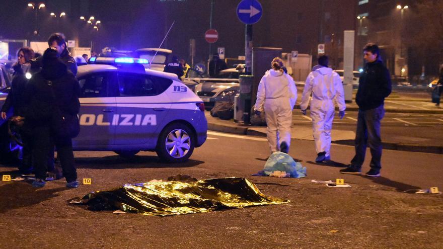 El cadáver del presunto autor del atentado de Berlín cubierto en Milán