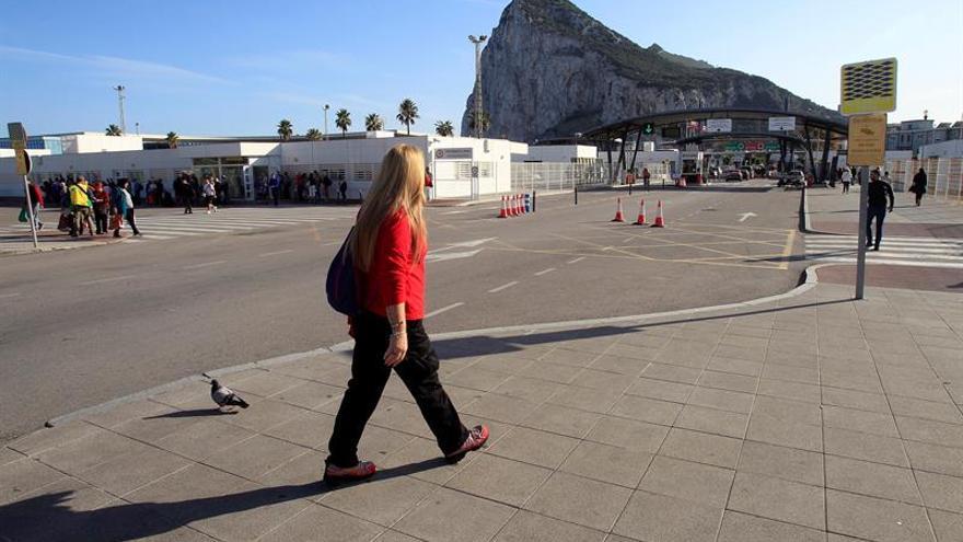 Tusk y Junker garantizan a España poder de decisión futuro sobre Gibraltar