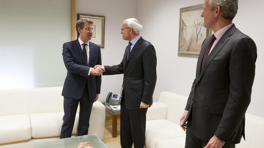 Feijóo y su vicepresidente Rueda en una imagen de archivo con el fiscal superior de Galicia, Fernando Suanzes, en el centro