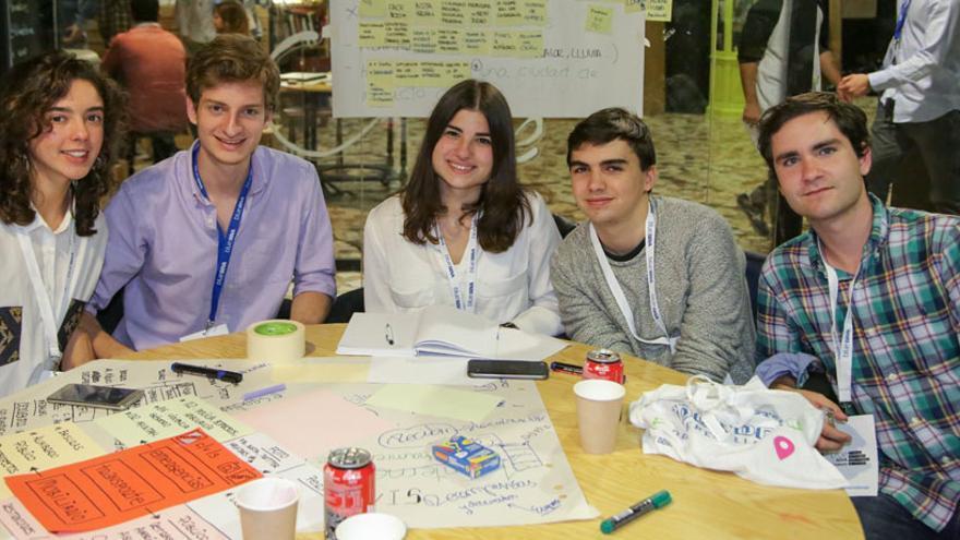 Los estudiantes creadores del proyecto Civis en el Challenge Day
