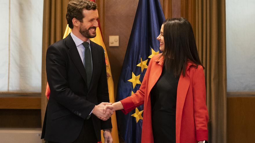 Casado y Arrimadas, en febrero, cuando acordaron concurrir juntos a las elecciones vascas y catalanas.