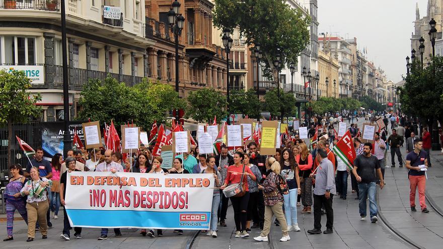 Manifestación de las plantillas de comedores escolares ante la precarización del servicio. / JUAN MIGUEL BAQUERO