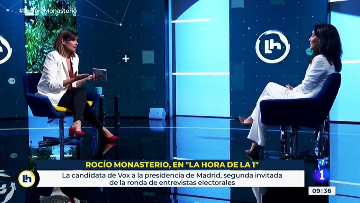 Mónica López ante Rocío Monasterio en 'La hora de La 1'