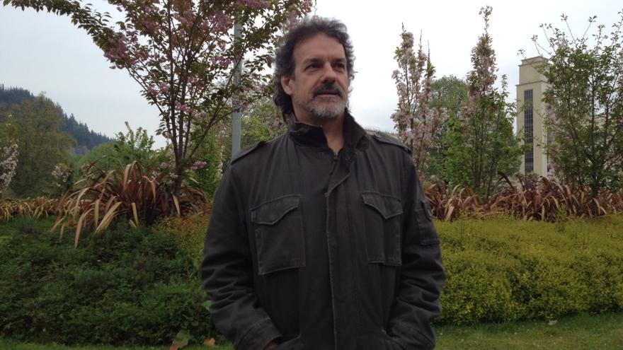 Txema Urkijo posa ayer sábado en el municipio de Llodio minutos antes de la entrevista.