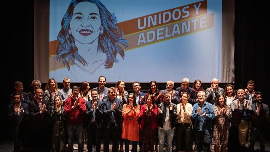 Arrimadas, en el acto celebrado este sábado en Madrid, con Garicano y el grupo de dirigentes que le mostraron su apoyo.