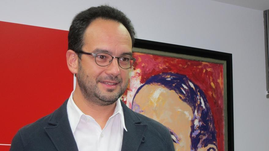 """Hernando (PSOE) reconoce una participación """"muy amplia"""" pero destaca que """"millones ciudadanos"""" se quedaron en casa"""